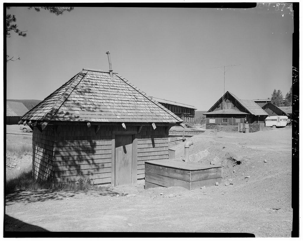 Exterior Yellowstone's incredible 1903 Old Faithful Inn.