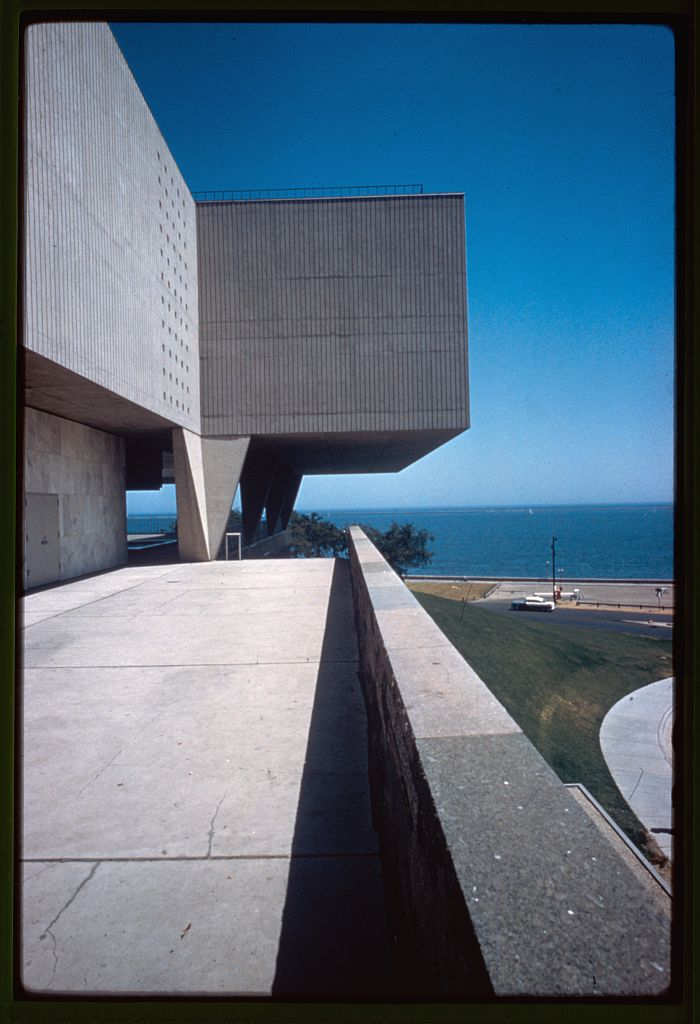 Brutalist facade of the Milwaukee County Art Museum.