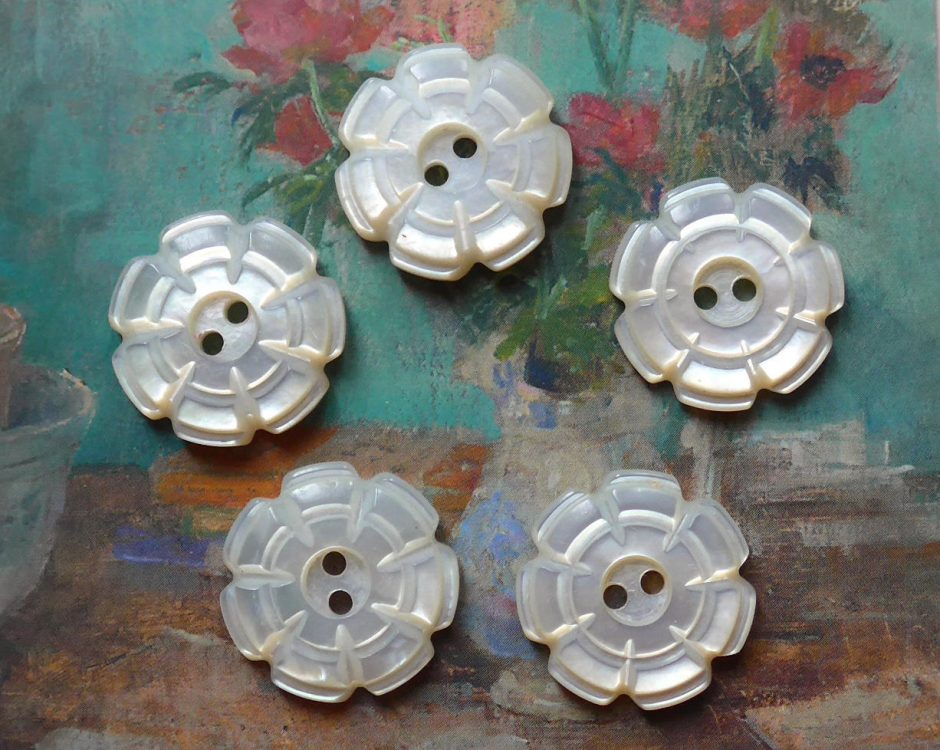 11x Antique Mother Of Pearl Buttons Classicslife